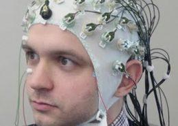 دستگاه ثبت سیگنال الکتریکی مغزی EEG
